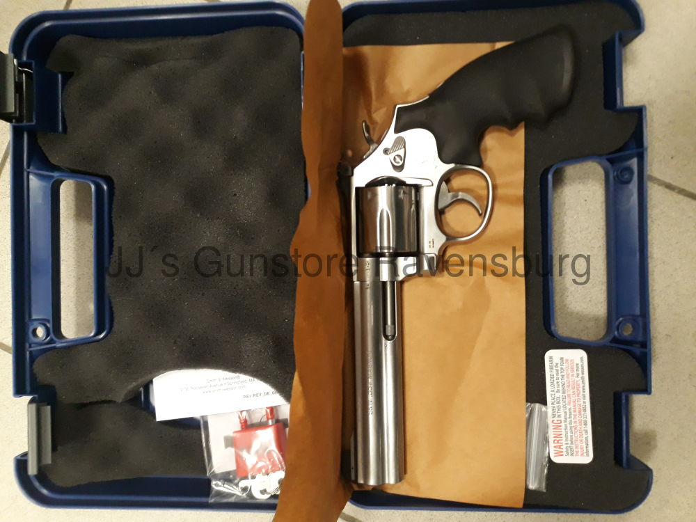 "Smith & Wesson 686 6"" Standard"