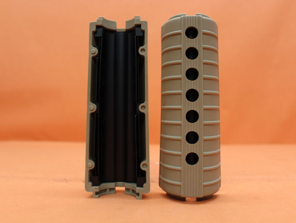 Leapers AR-15: Handguard M4/ Carbine-Length UTG with Heat Shield Polymer TAN (RB-TM4HGT) Handschutz FDE/ DEB
