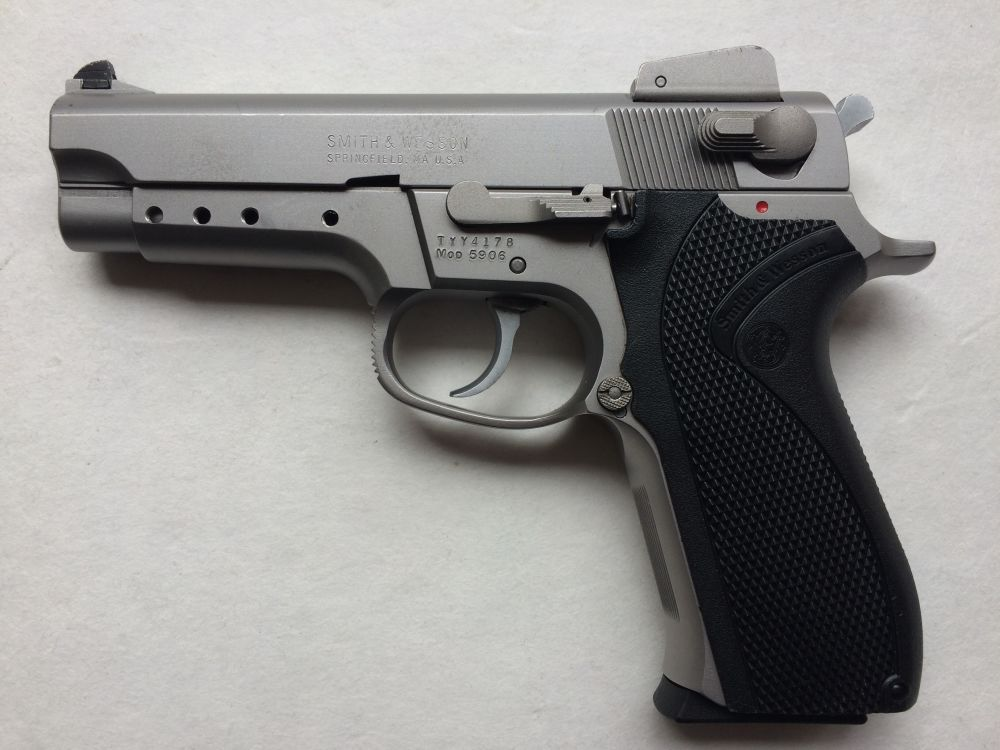 Smith and Wesson 5906
