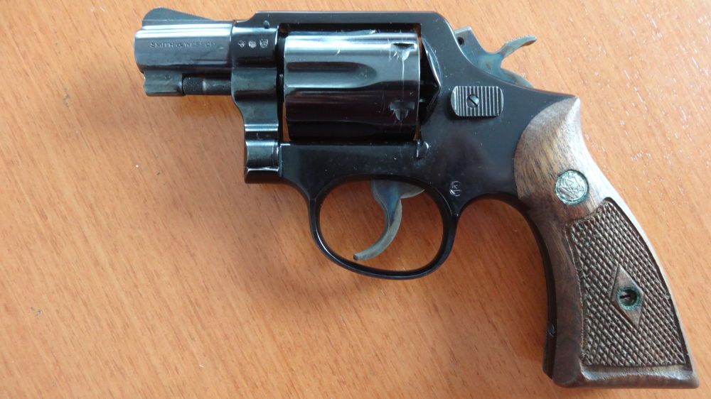 REVOLVER: SMITH & WESSON MODEL REVOLVER: SMITH & WESSON MODEL 12-1 AIRWEIGHT CAL. 38 SPECIAL.